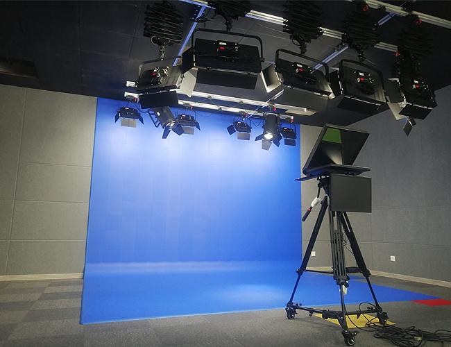 抚州教育融媒体抠像蓝箱案例--抚州一中实验学校L型蓝箱及灯光悬挂轨道