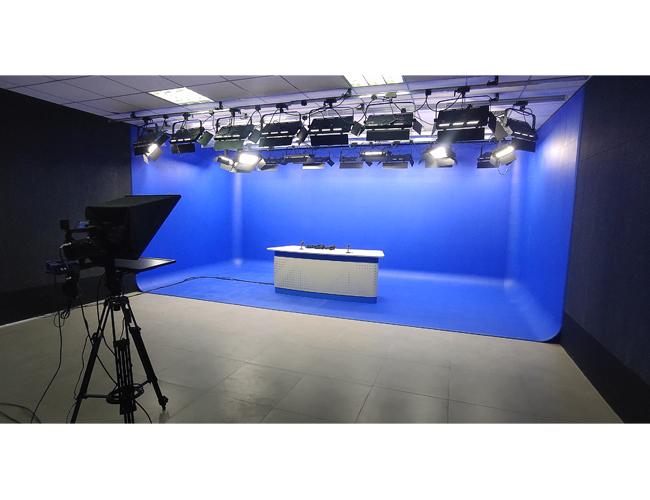 保定阜平县U型蓝箱虚拟演播室完工,校园融媒体你了解多少