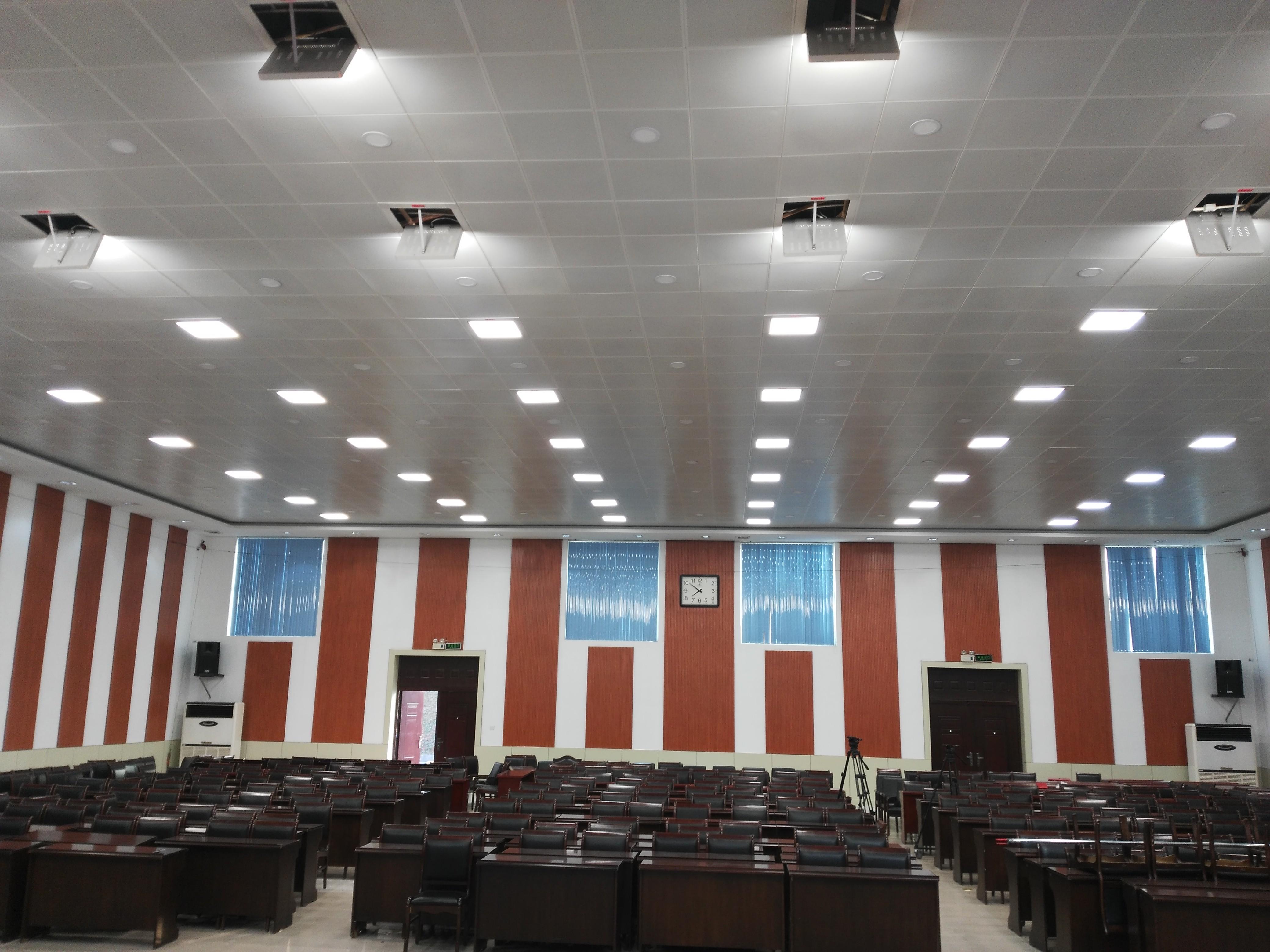 录播教室补光灯 录播教室装修要求 演播室灯光布局技巧(图1)