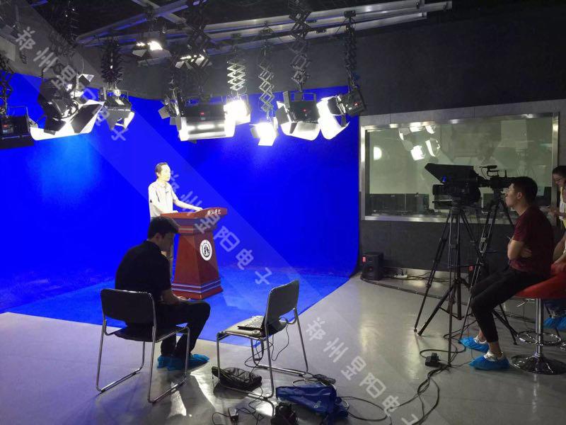 浅谈虚拟演播室装修之两面墙抠像蓝箱安装方式(图1)