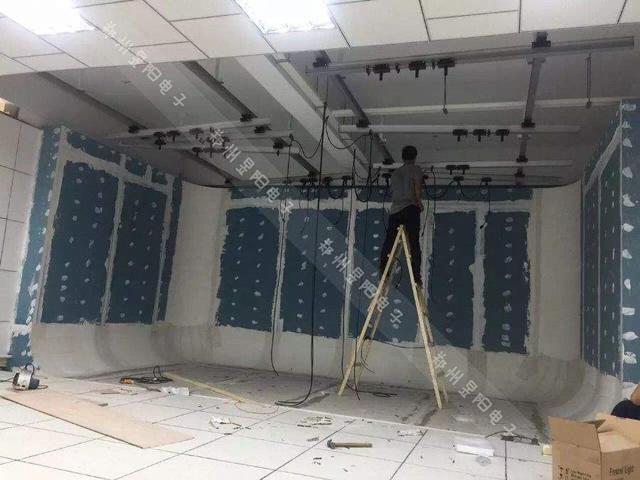 浅谈虚拟演播室装修之两面墙抠像蓝箱安装方式(图2)
