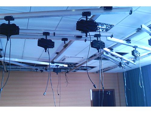 小型新闻演播室灯光的布置方法(图1)
